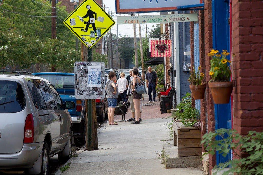 Street scene in historic Cabbagetown, a neighborhood in Atlanta. Credit: Mmann1988 [CC-BY-2.0].